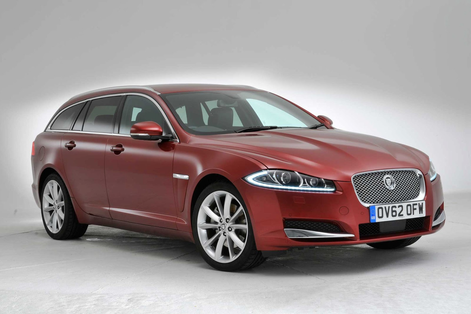 2013 jaguar xf sportbrake specs and price latest otomild. Black Bedroom Furniture Sets. Home Design Ideas