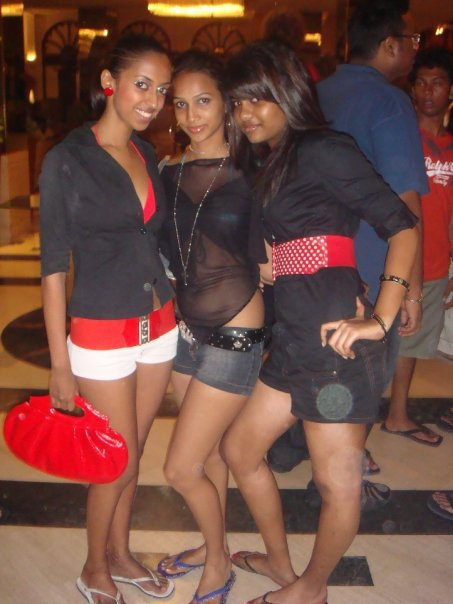 Srilankan Club Girls Hot Photo