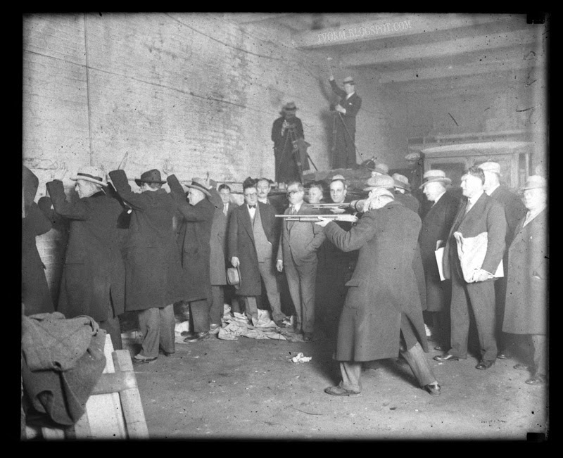 "saint valentines day massacre The massacre the st valentine's day massacre occurred about 10:30 am on february 14, 1929, inside the smc cartage company garage at 2122 north clark street on the north side of chicago seven men associated with george ""bugs"" moran's bootlegging operation were waiting inside the garage, presumably for a meeting to buy a hijacked."