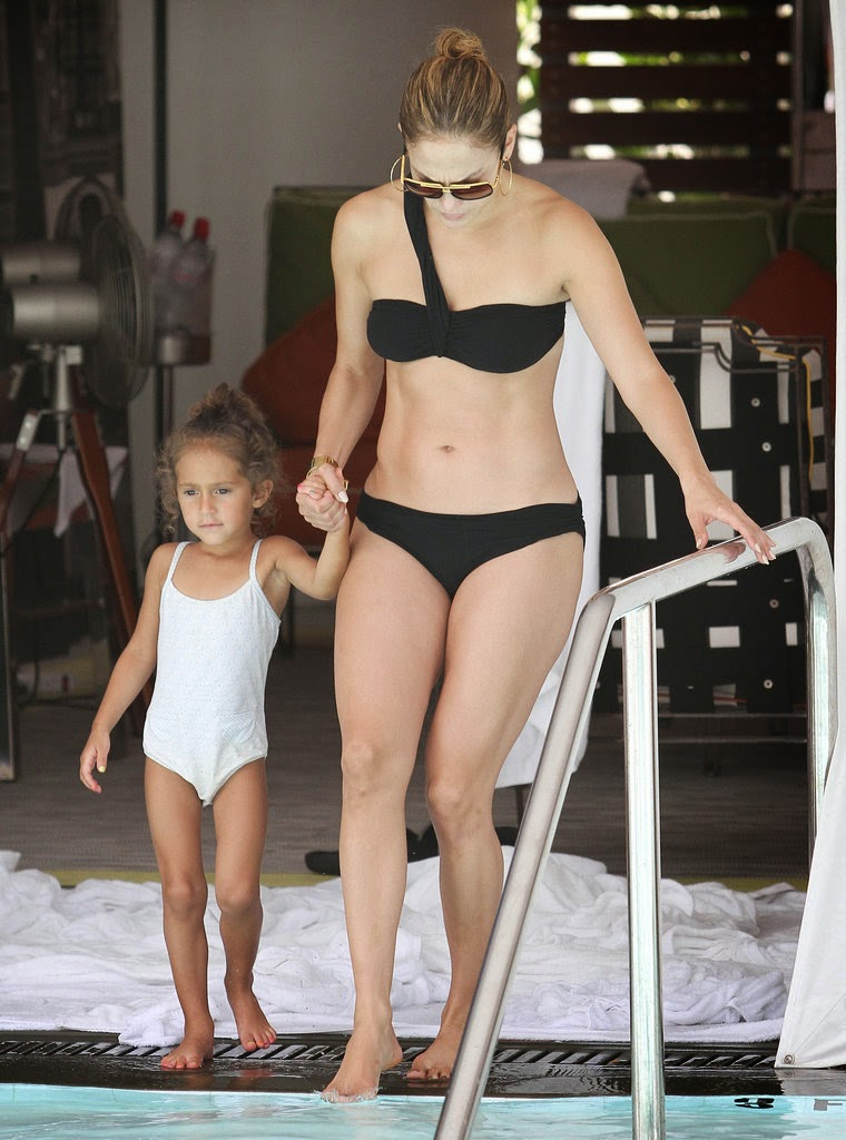 Jennifer Lopez Black Bikini Pictures 2015 ( 20 Photo ): magazinenaa.blogspot.com/2015/04/jennifer-lopez-black-bikini...