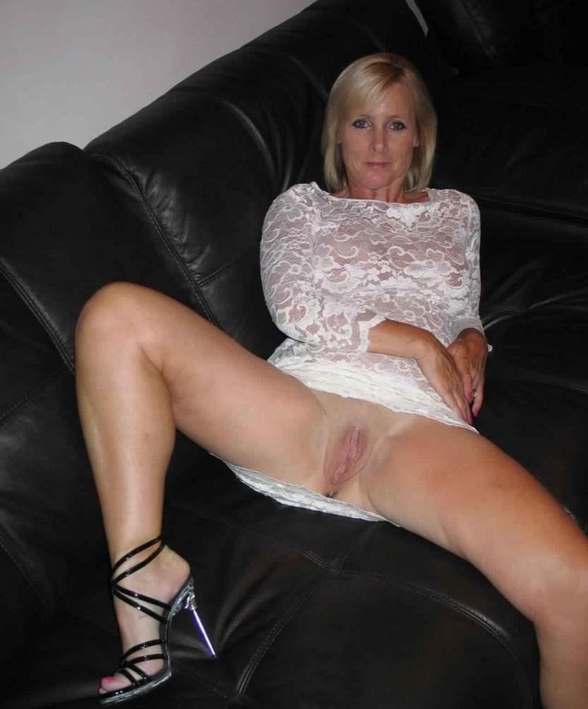 Upskirt mom sex смотреть онлайн