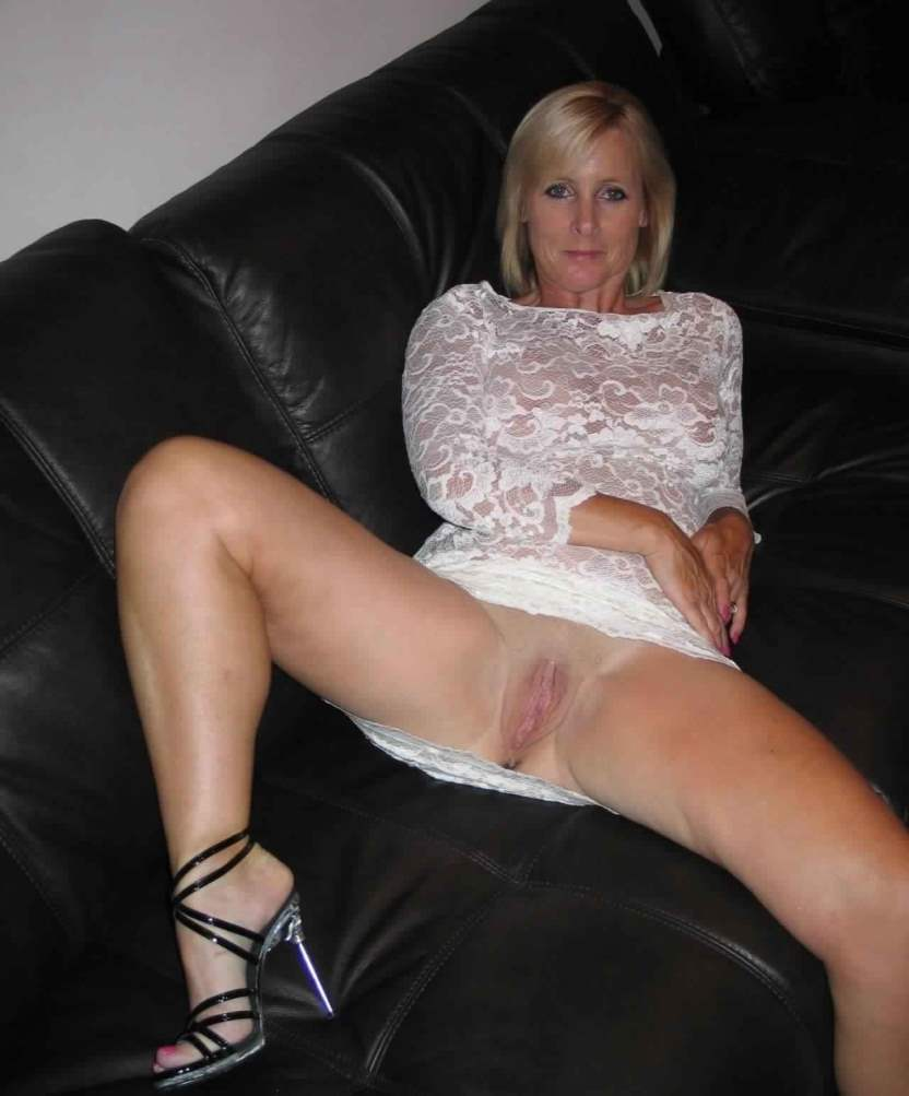 naked moms photos - sexy stripers