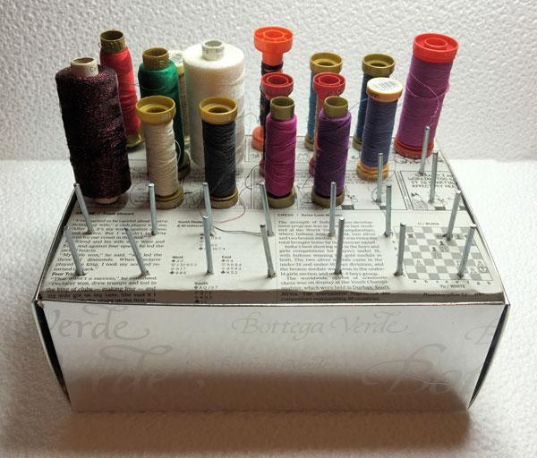 Voglio il mondo a colori organizzare i rocchetti di filo - Scatola porta rocchetti ...
