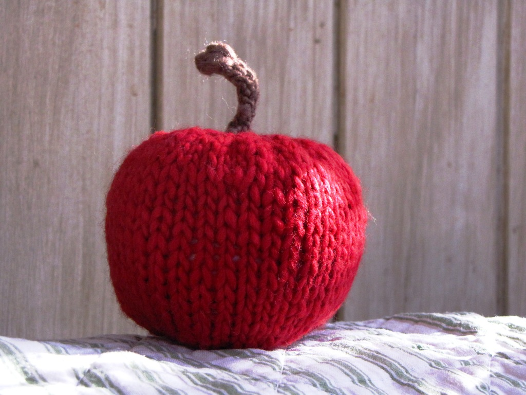 Apple Knitting Pattern Tutorial - Natural Suburbia