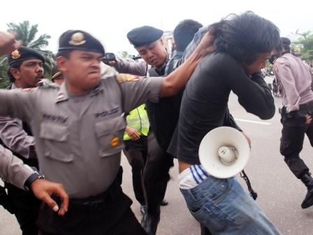 Makalah Penyelesaian Pelanggaran HAM di Indonesia