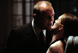Anthony Hopkin as Hannibal Lecter, Julianne Moore as Clarice Starling, Lecter intimidates to eat Starling, Hannibal, Directed by Ridley Scott