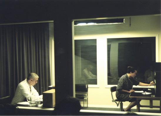 http://3.bp.blogspot.com/-qdCO2w1weVQ/TtL9L-W7fGI/AAAAAAAABoU/hJOvmCDhQ1s/s1600/Oficinas%2BHopper%2BImage%2Bmilgram-reenact.jpg