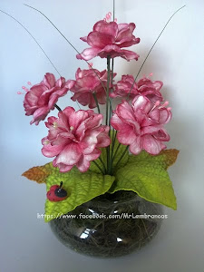 Vou estar postando fotos de arranjos de flores na minha página no Facebook