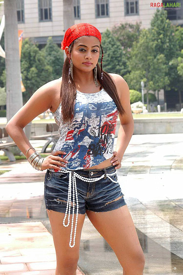 very hot tamil actress priyamani hot thighs in jeans
