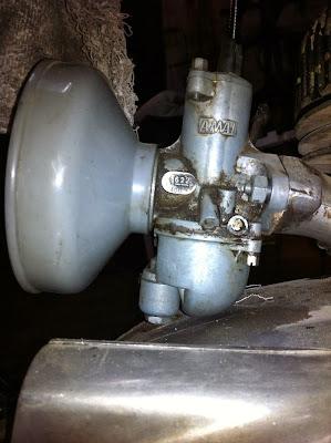 Carburador Amal 622/406 montado en la moto