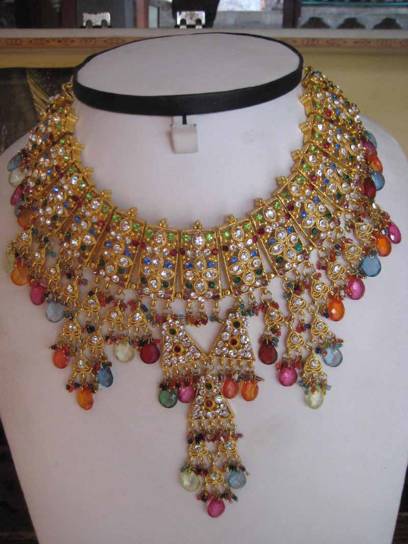 Latest Pakistani Indians & Arabic mehndi design jewelry & dresses ...