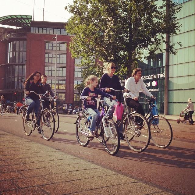 荷蘭騎腳踏車一景