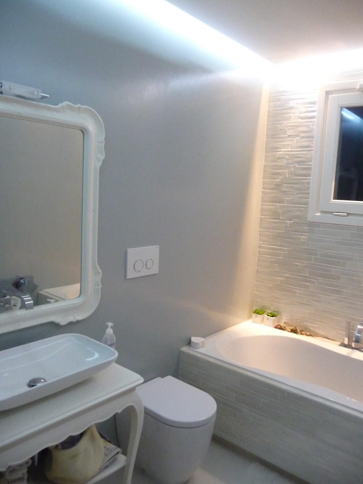 Geometra progetto di un bagno bagno con rivestimento in - Progetto di un bagno ...