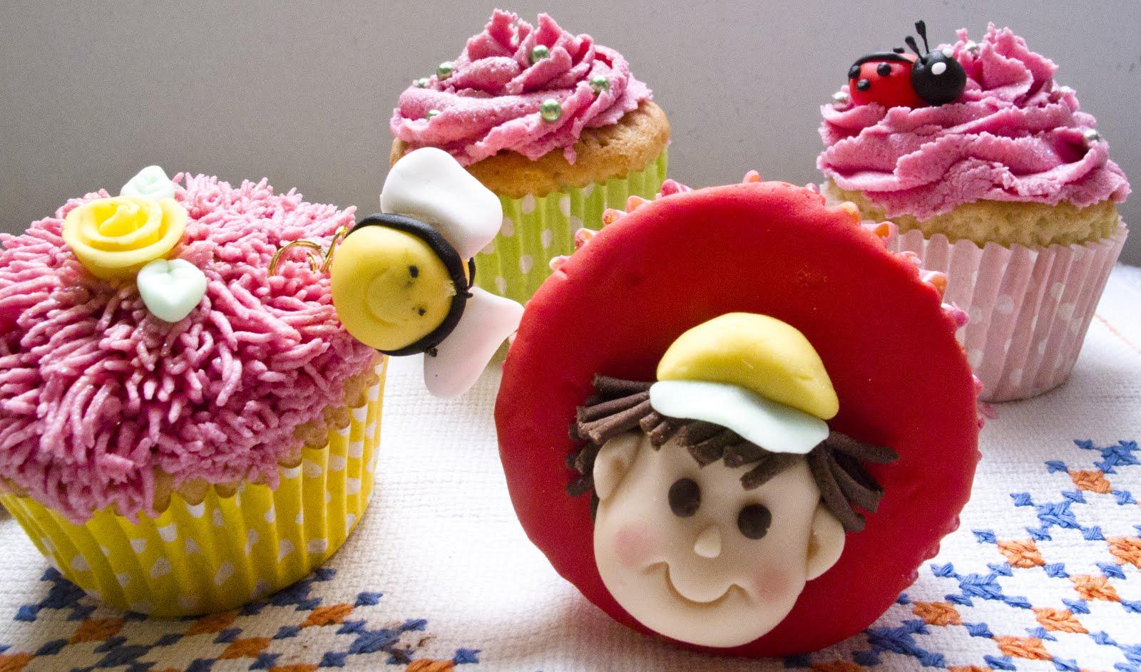 Con lo que hay en la cocina curso de decoraci n de for Decoracion en cupcakes