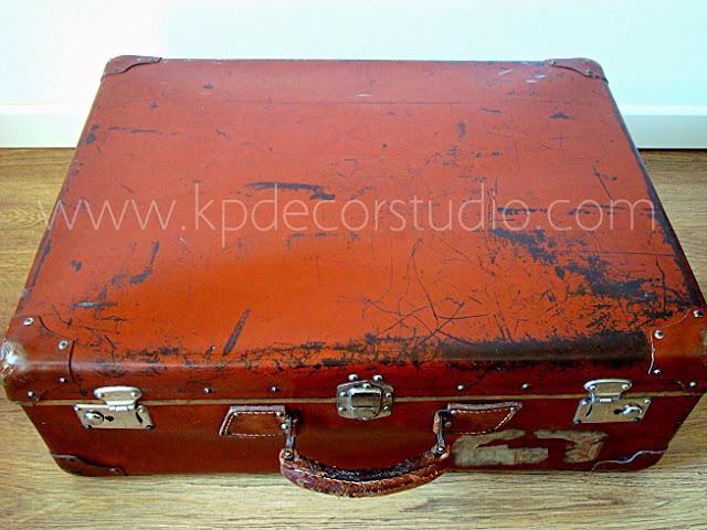 Venta de maletas de segunda mano, viejas y desgastadas auténticas de los años 40-50