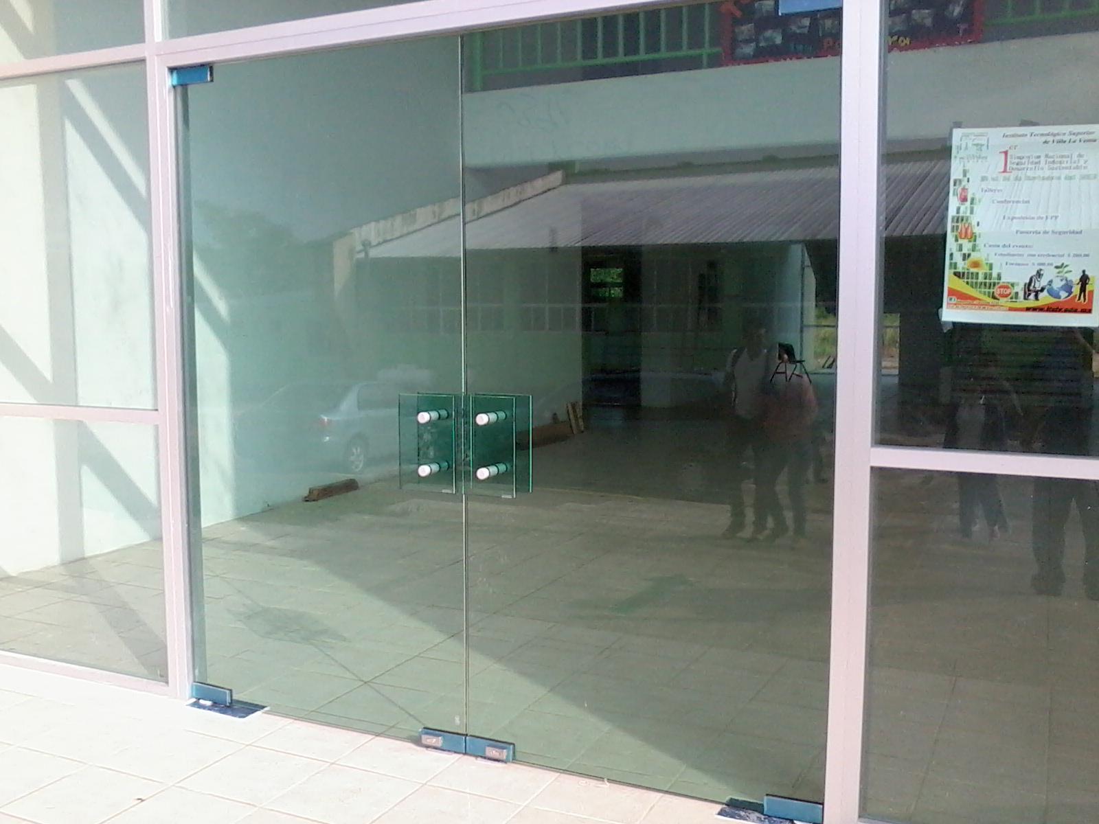 Cat logo de trabajos aluminio velazquez cat logo de - Puertas abatibles cristal ...