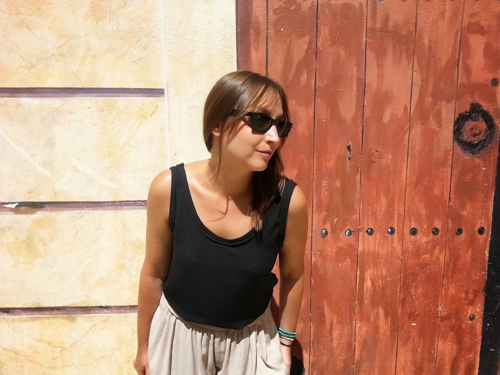 Outfit de Zara, top negro y pantalón palazzo