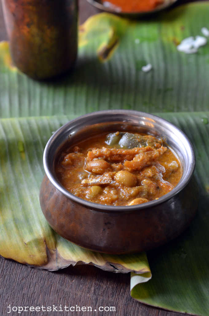 Nethili Karuvadu Kozhambu (Dry Fish Curry)
