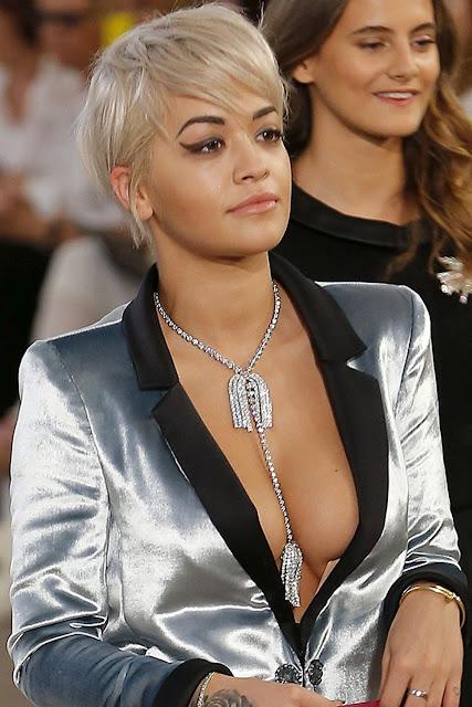 O surgimento e a ascensão de seios de Rita Ora