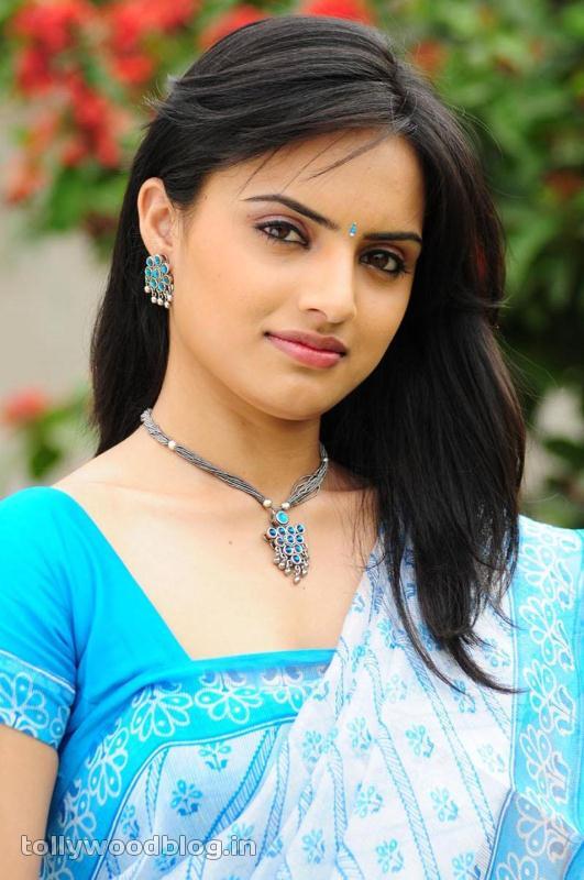 Reetu Kaur Hot Photos cleavage
