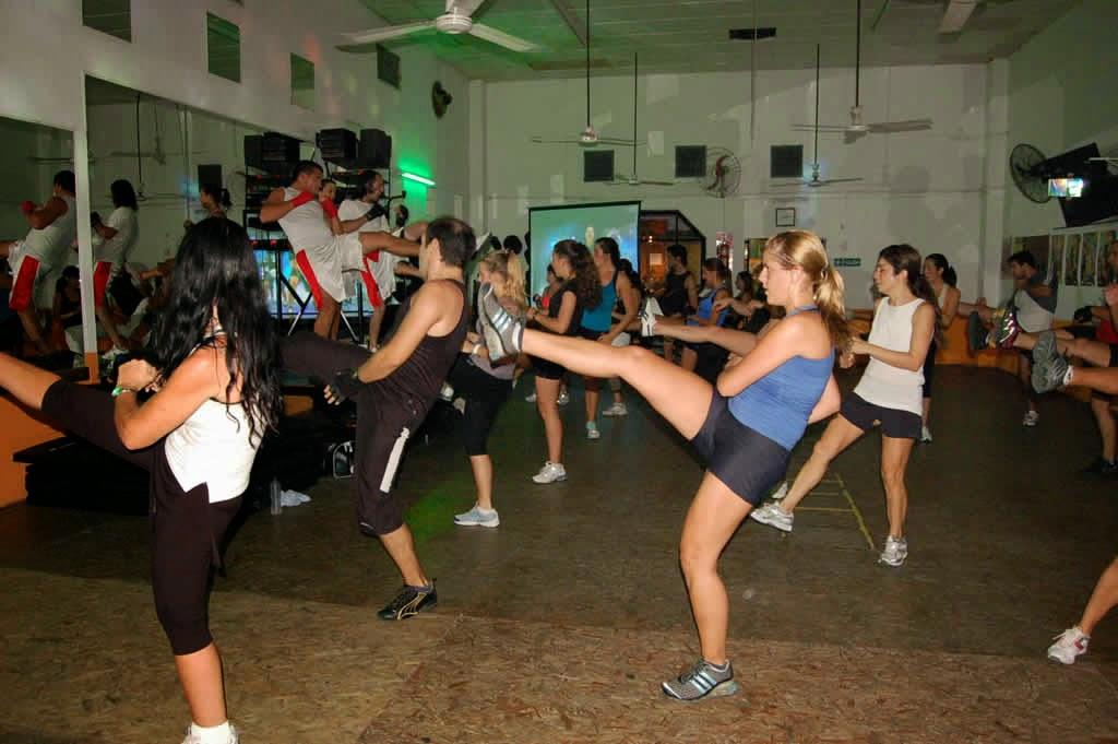 El kick boxing en las clases de aerobic