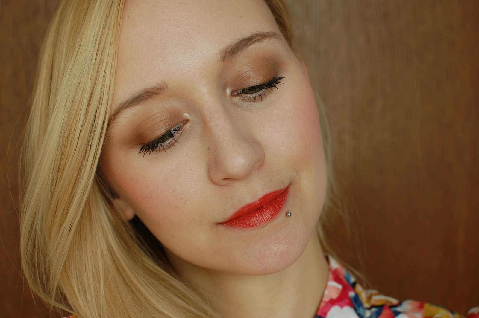 Lily Lolo Brassed Off, Red Apple Lipstick Sunkissed