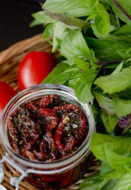 suszone pomidory, pomidory suszone z ziołami