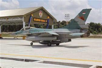 Enam pesawat tempur Indonesia jenis F-16 Fighting Falcon tiba di Lanud Roesmin Nurjadin.