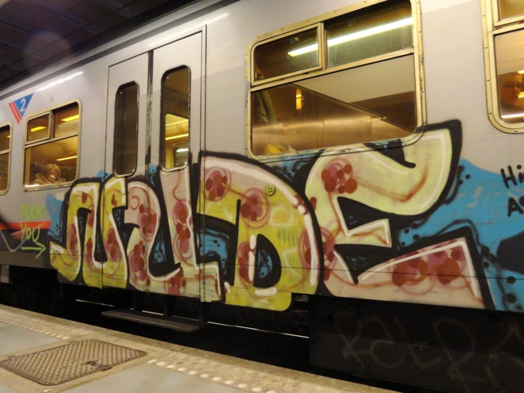 Train car graffiti : gaming - reddit