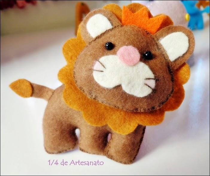 bichinho safári leão em feltro