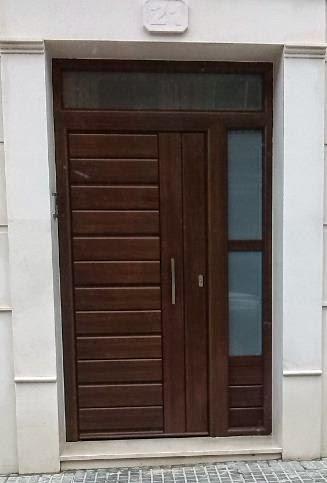 Aluminios de andalucia puertas blindadas imitaci n madera - Vinilos imitacion madera para puertas ...
