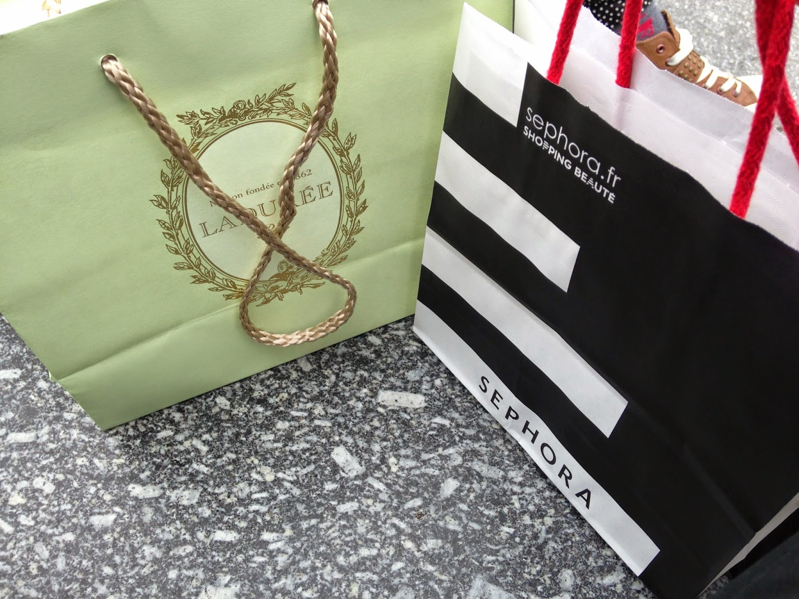 A picture of a Laudree and a Sephora Shopping bag