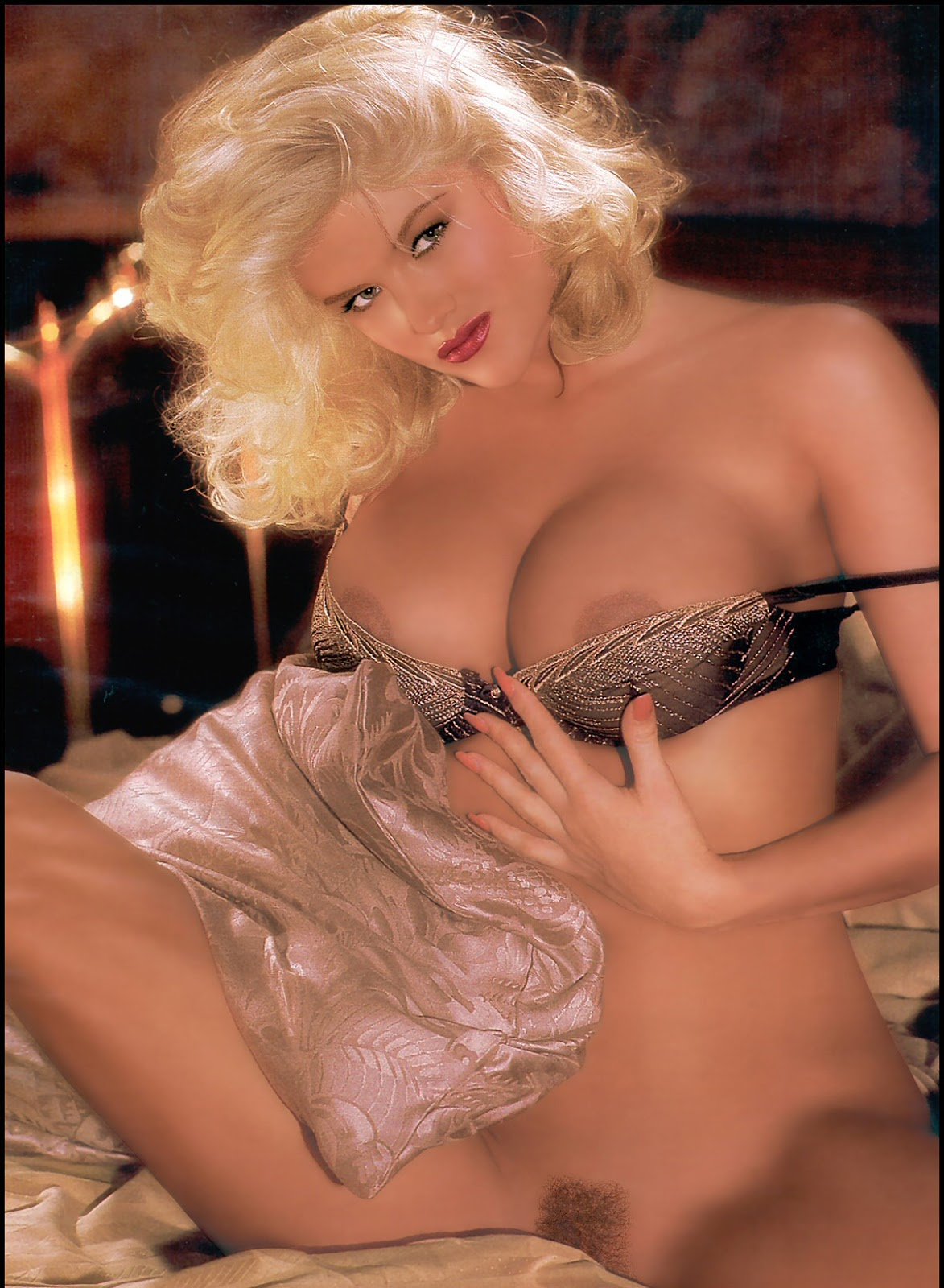anna nicole smith first nude photos