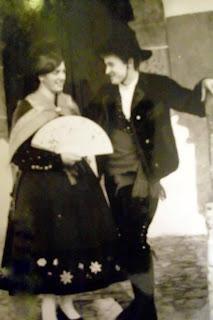 Candelario Salamanca pareja con el traje típico