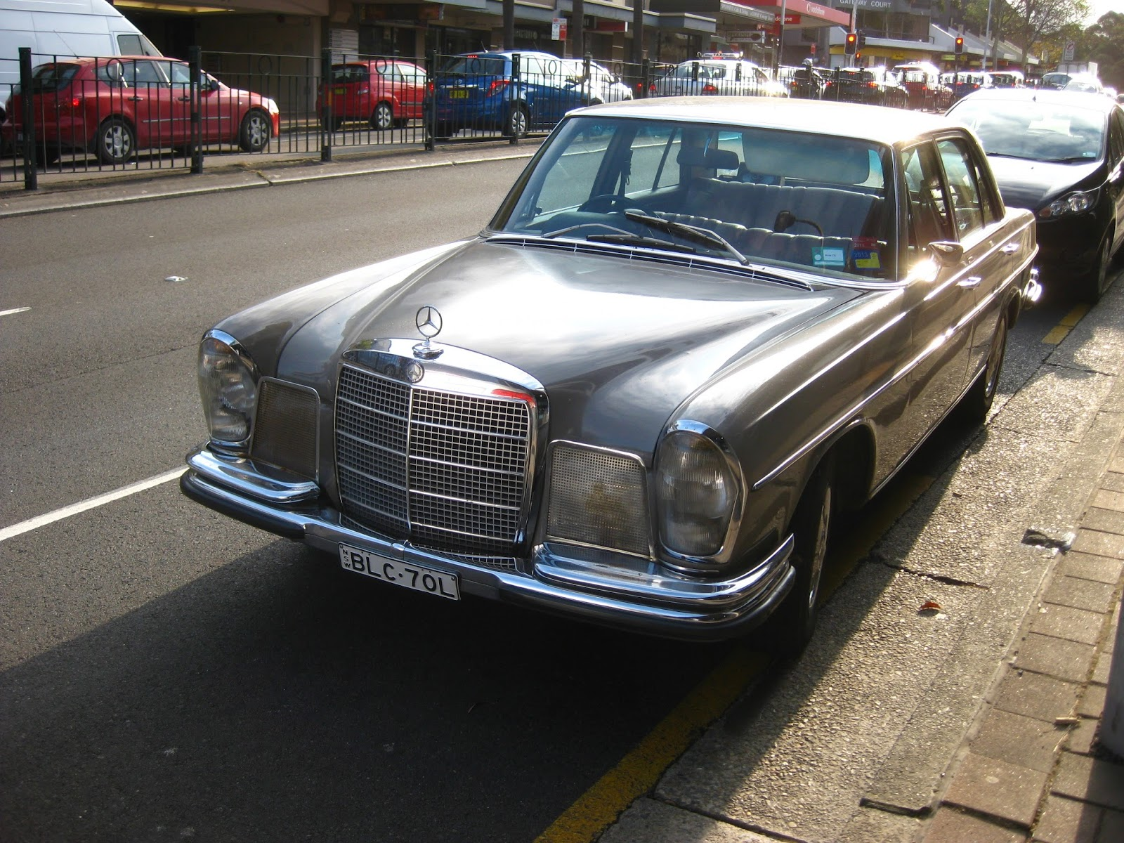 Aussie old parked cars 1968 mercedes benz w108 280 s for Mercedes benz 108