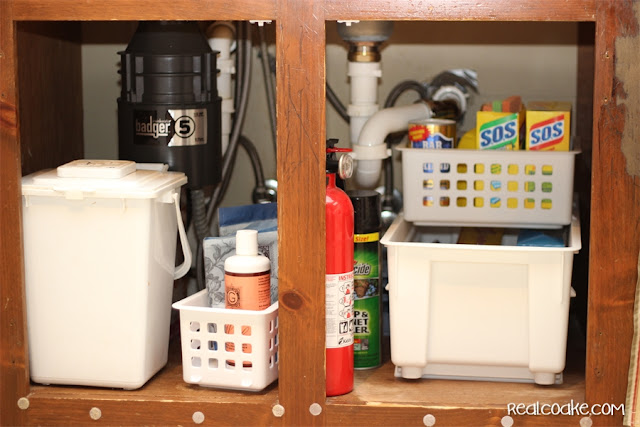 Great under the sink organizing tips! Super simple ideas to do in my own house...love it! #Organizing #Tips #RealCoake