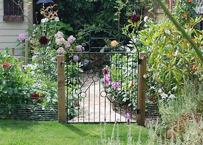 Cửa cổng vườn và phong thủy nhà