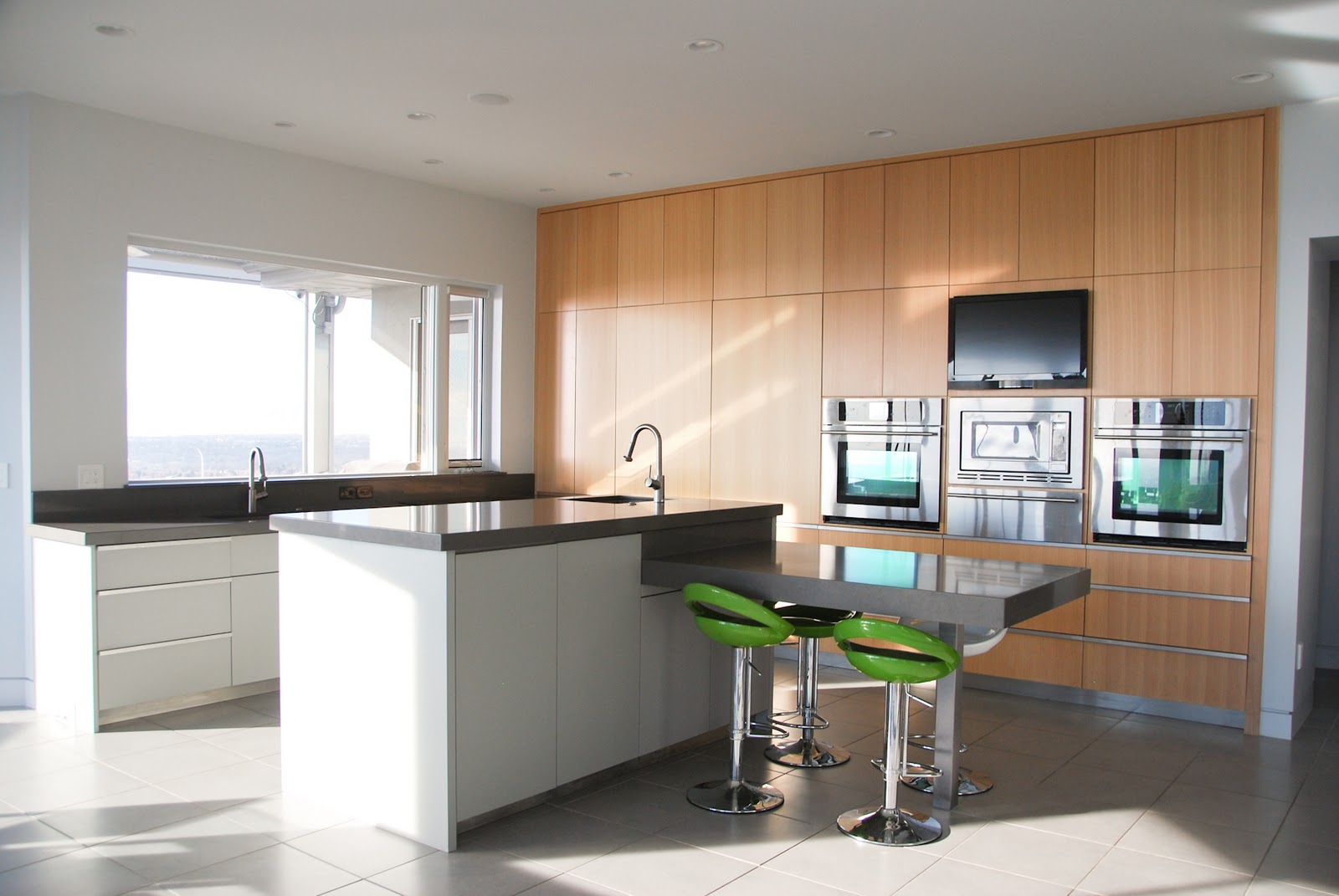 The granite gurus whiteout wednesday 5 white kitchens with super - Our 6 Most Popular Countertop Colors In 2012