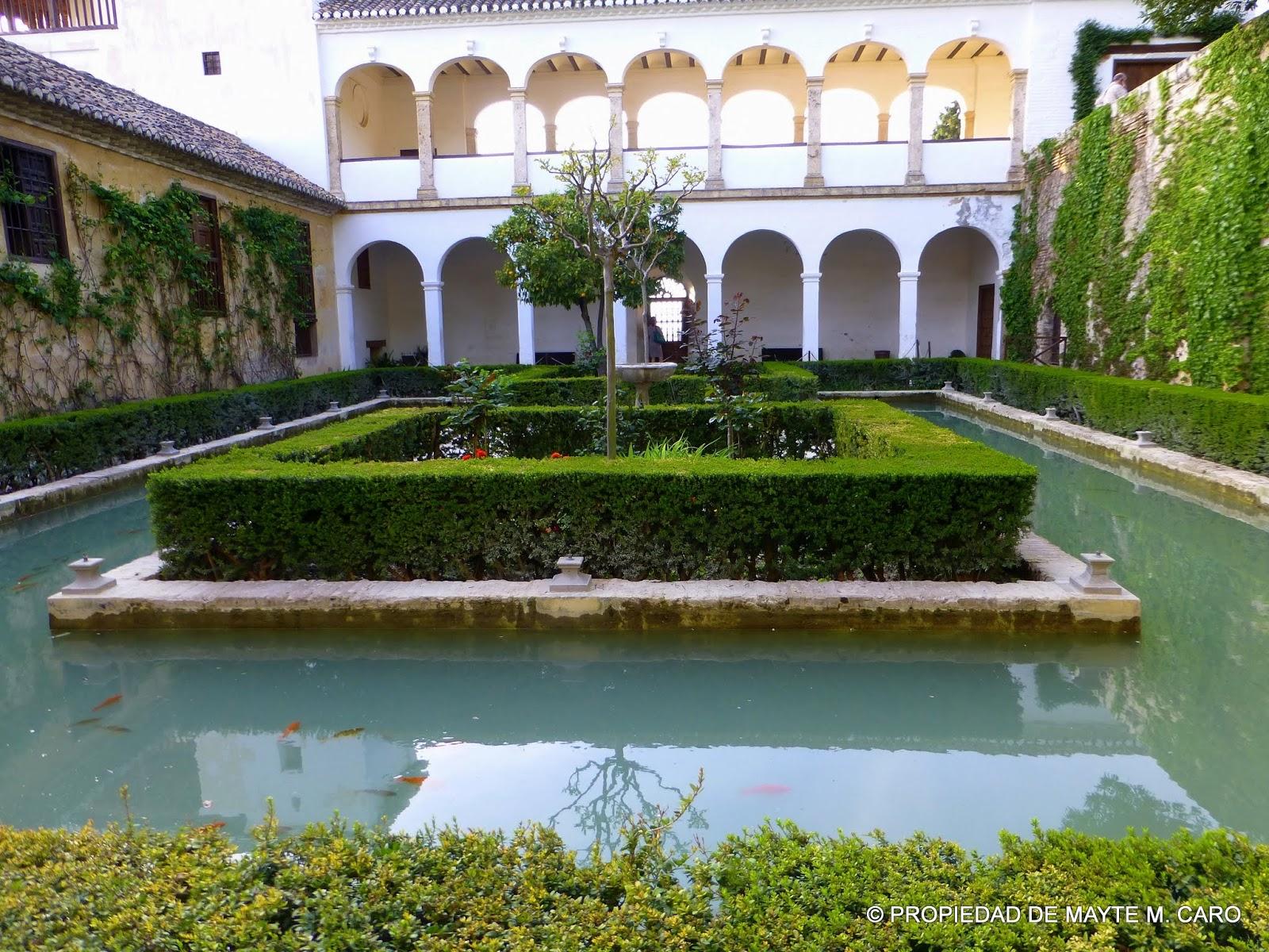 Fuentes de granada fuente del patio del cipr s de la - Fuentes de patio ...