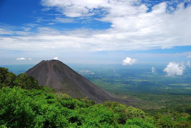 Volcán de Izalco en El Salvador