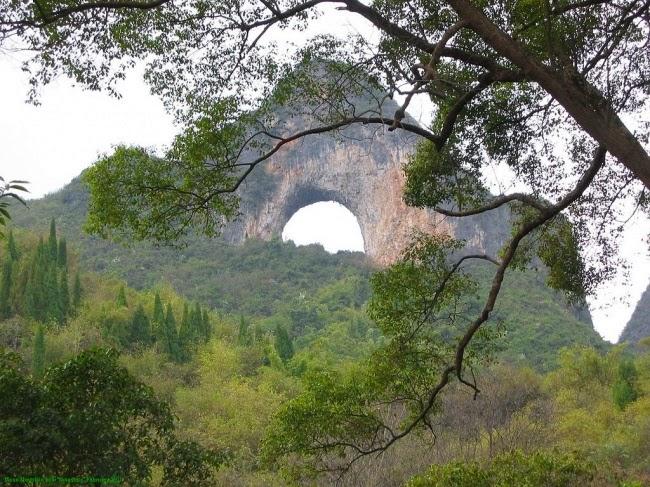 50-метровая арка в Лунной горе, Китай