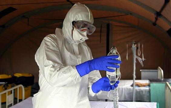 equipo protección del ebola para evitar contagios cooperantes