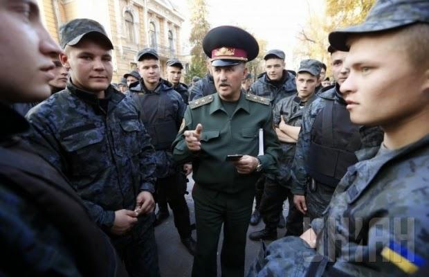 В Киеве состоялся митинг солдат срочной службы Нацгвардии, которые потребовали увольнения в запас.