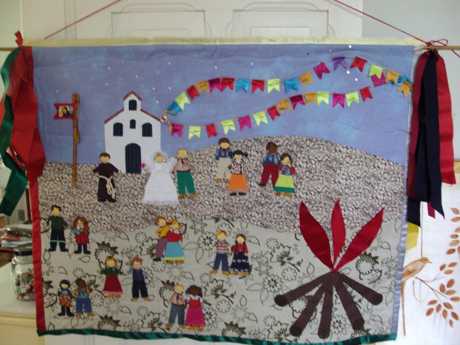 Este painel foi feito pela Solange Alcântara Braga para decorar a mesa de  doces da festa junina que seus filhos e amigos estão organizando. 65f75810beb