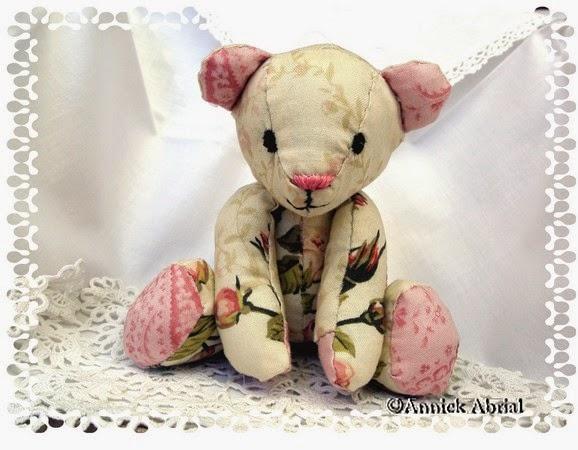 petit nounours en tissu rose et cru
