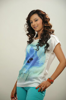 Actress Isha Chawla Latest Pictureshoot Gallery in Jeans  0006