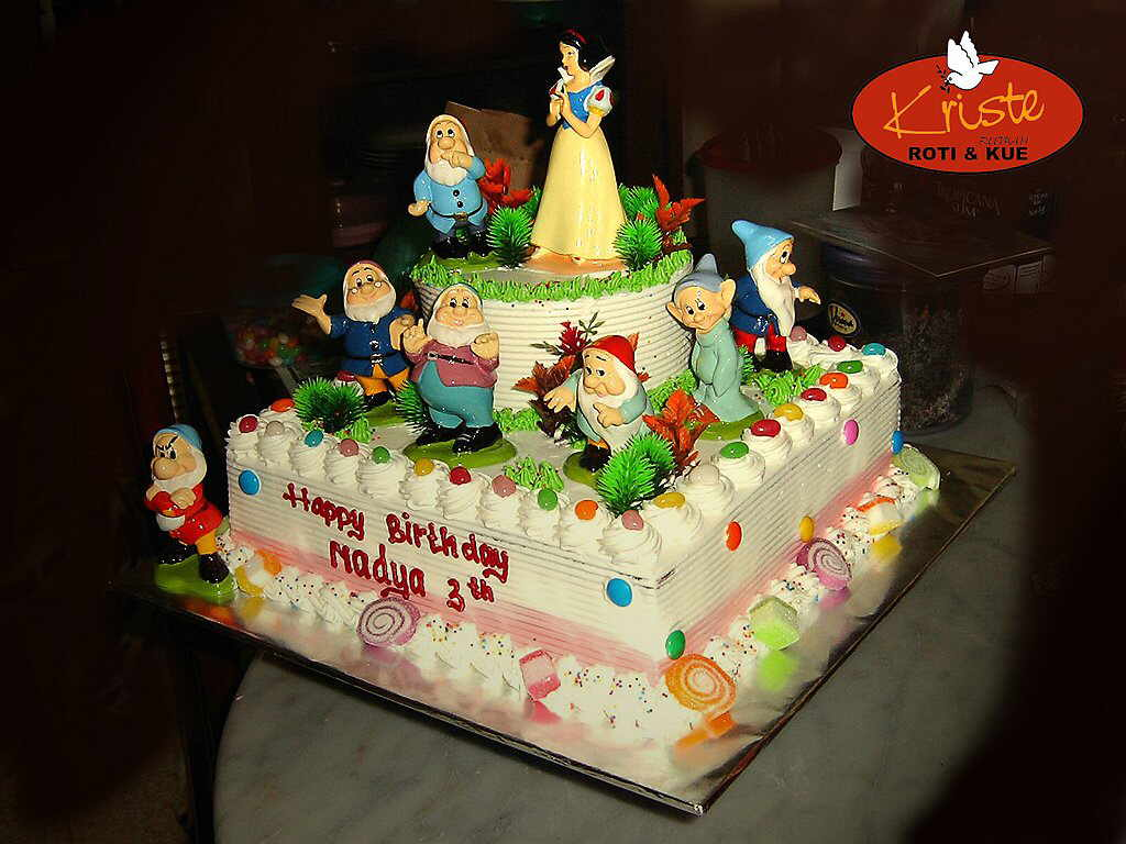 Images Kue Ulang Tahun : Kue Tart Ulang Tahun Anak Perempuan Kriste Bakery Cake ...