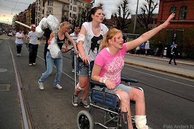 olycksoffer, rullstol, skadad, chalmers, cortegen, kortegen, chalmerskortegen, chalmerskortegen, valborg, valborgsmässoafton, göteborg, foto anders n