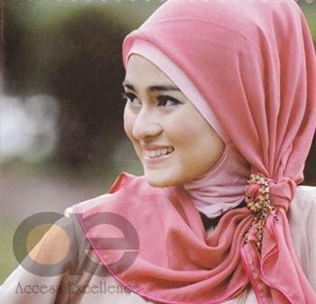 Gaya Memakai Bros Jilbab Terbaru