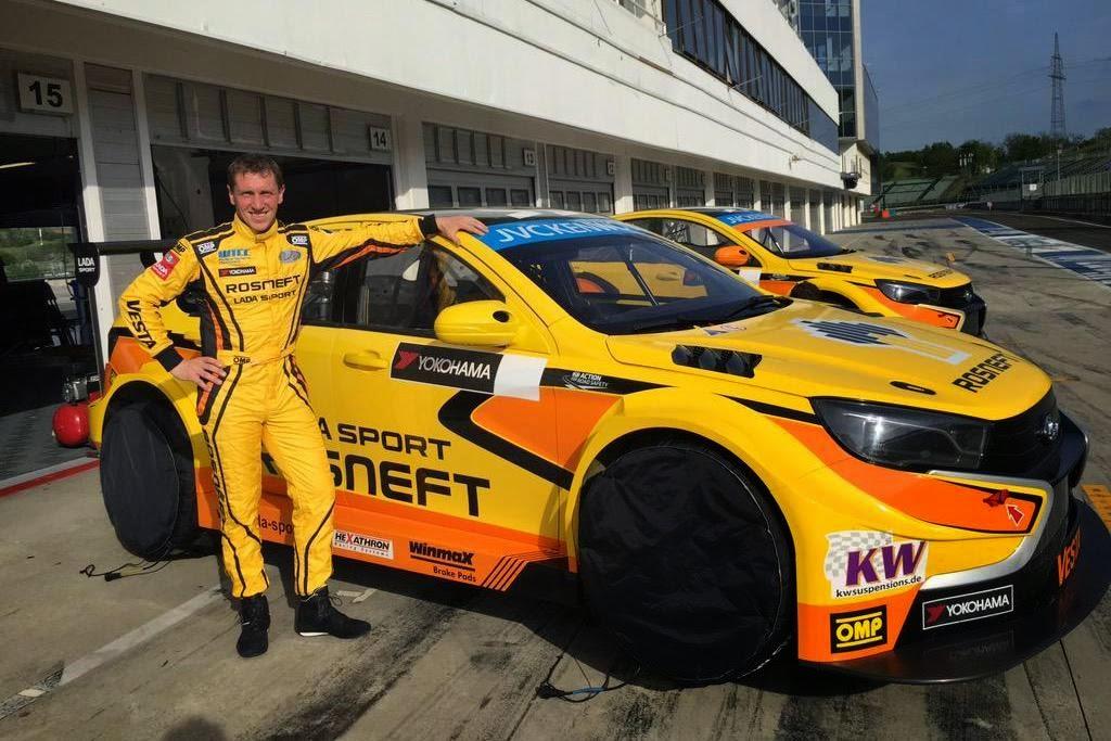 Ο Jaap van Lagen στο τιμόνι της Vesta TC1 για τον Αγώνα της Γερμανίας